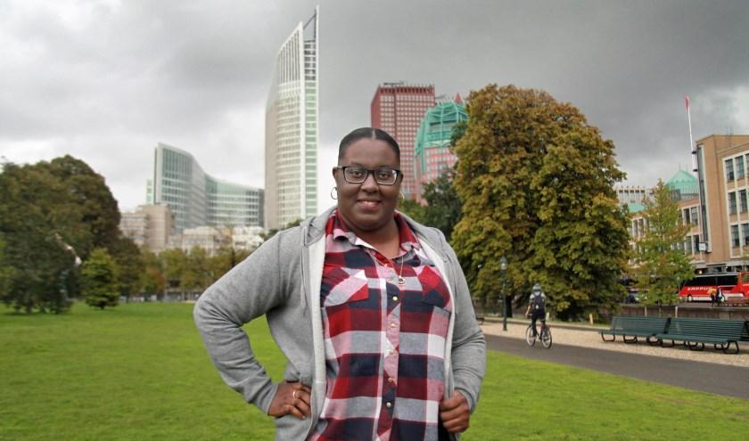 Denise Doram uit Sint Maarten vindt dat Den Haag veel rustiger is dan Amsterdam. (Foto: Peter van Zetten)