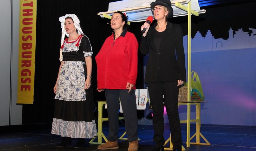 De pronkzittingen van carnavalsvereniging Pothuusburg staan garant voor spektakel. (foto: Marco van den Broek)
