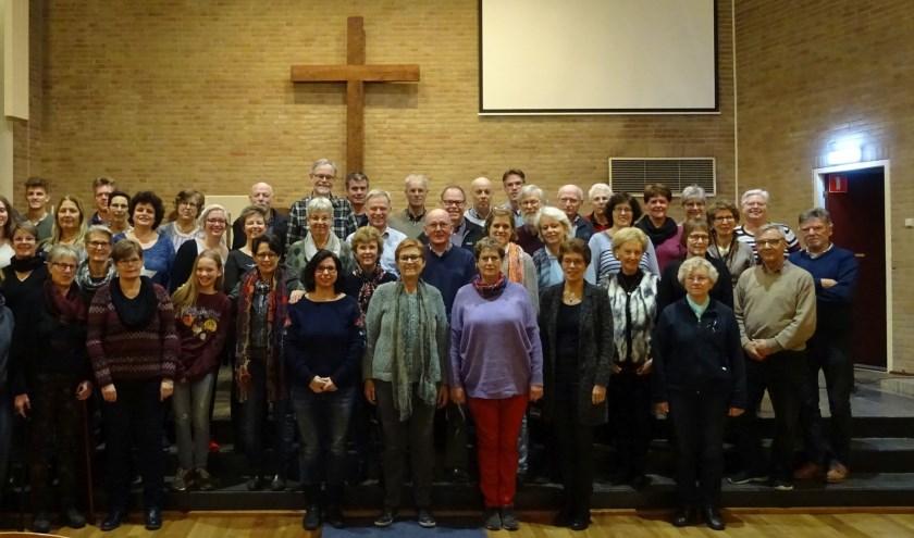 Het grootste deel van het koor dat de Top2000 kerkdienst verzorgt. De leeftijd van de koorleden ligt tussen 12 en 78 jaar.