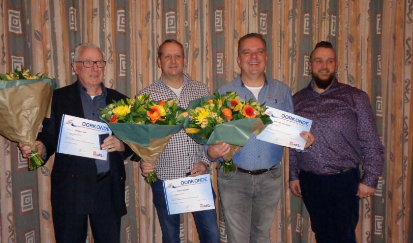 V.l.n.r. de jubilarissen Stef Klein, Marko Wanders en Gert-Jan van Zuijlen en voorzitter Theo van Schaik.