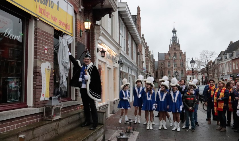 Stadsprins van Culemborg Mario I opende zijn eigen stamcafé.