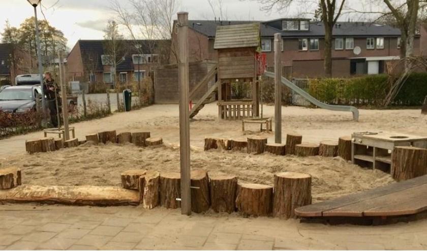 De nieuwe duurzame zandbakrand op het kleuterplein