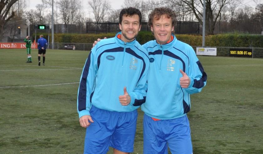 Valentijn (links) en Arnaud Dukker na afloop van de nieuwjaarswedstrijd (foto: Wout Toet).