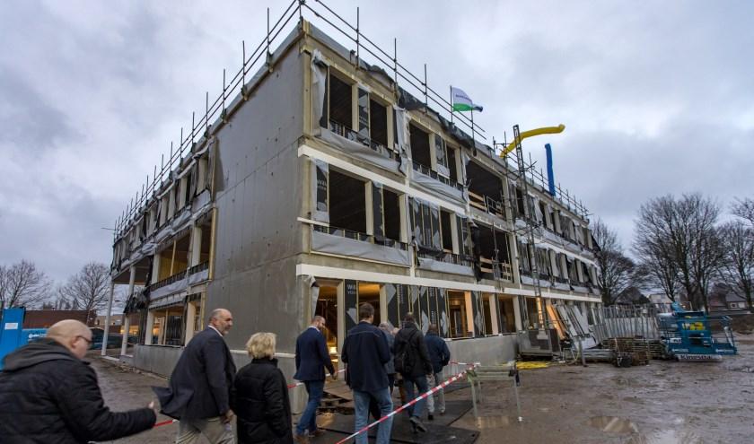 Viering hoogste punt nieuwbouw Mavo RSG Lingecollege aan de Teisterbantlaan.