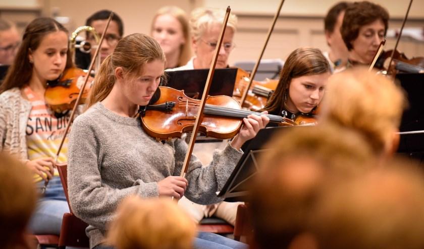 Het is voor de de jeugd een hele prestatie om de beginselen van een muziekinstrument te kennen.