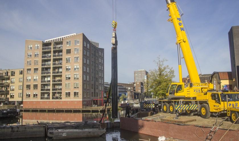 Middels het verwijderen van de damwand stroomt het water de binnenstad weer in
