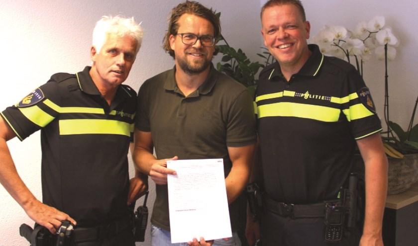 Voorzitter StAB Niels Bruil met politie