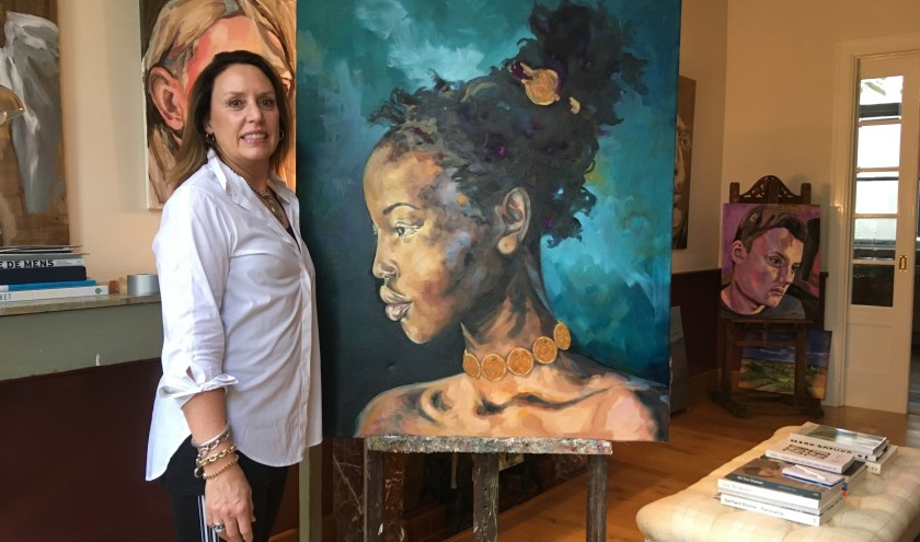 Carol leerde op De Koninklijke Academie voor Schone Kunsten in Antwerpen echt schilderen.    Foto: GvL