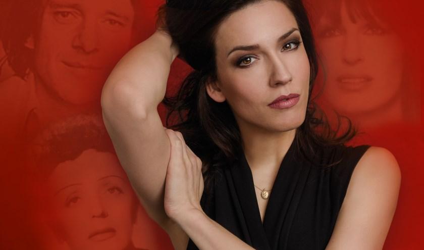 Renée van Wegberg is op donderdag 24 oktober te gast in Theater De Leest met de voorstelling 'List, Shaffy & Piaf. Foto: Robin Kamphuis