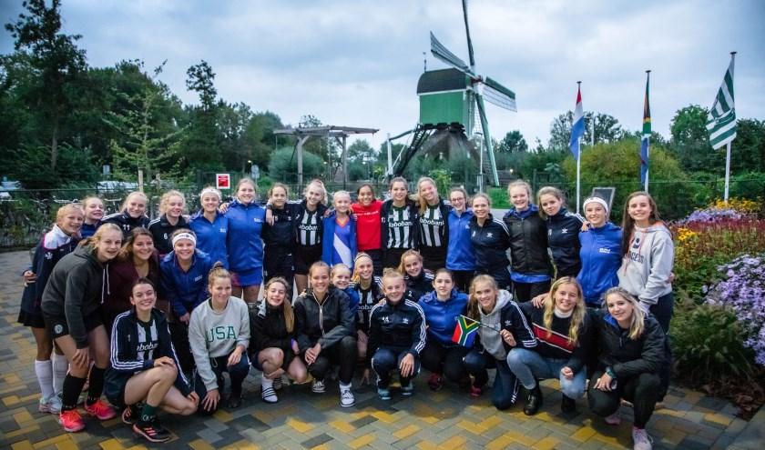 Een prachtig Hollands plaatje voor de molen met de dames uit Zuid-Afrika en MB2 Rapid.