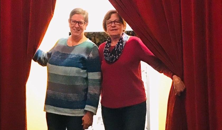 Het bij De Eendracht debuterende regieduo Erna Rouhof (links) en Hermien Luttikhedde.