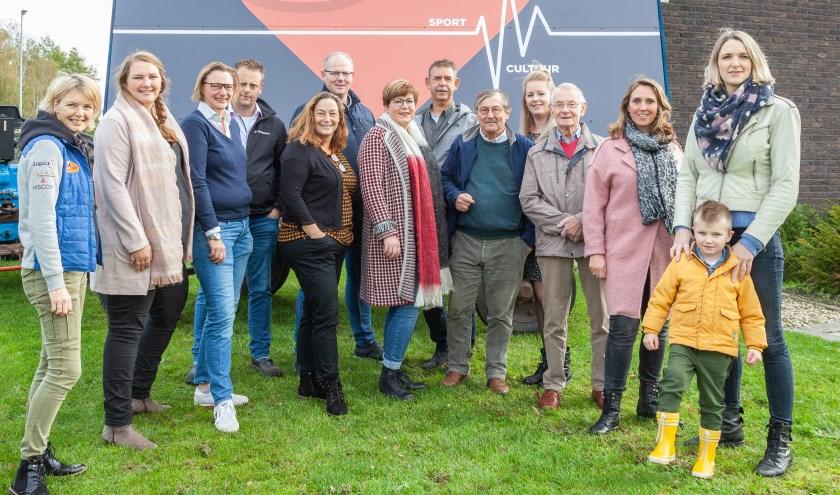 Een aantal van de vrijwilligers die er samen voor gaan om de nieuwe sport- en cultuurhal voor Boekelo, Twekkelo en Usselo te realiseren.