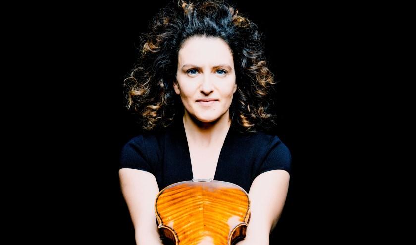Liza Ferschtman: Vrijdag in het Muziekcentrum in Enschede. (foto: Marco Borggreve)
