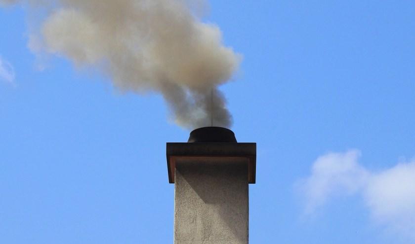 Natuur en Milieuvereniging gemeente Heusden gaat met belangstellenden in gesprek over houtstook in relatie tot de luchtkwaliteit.