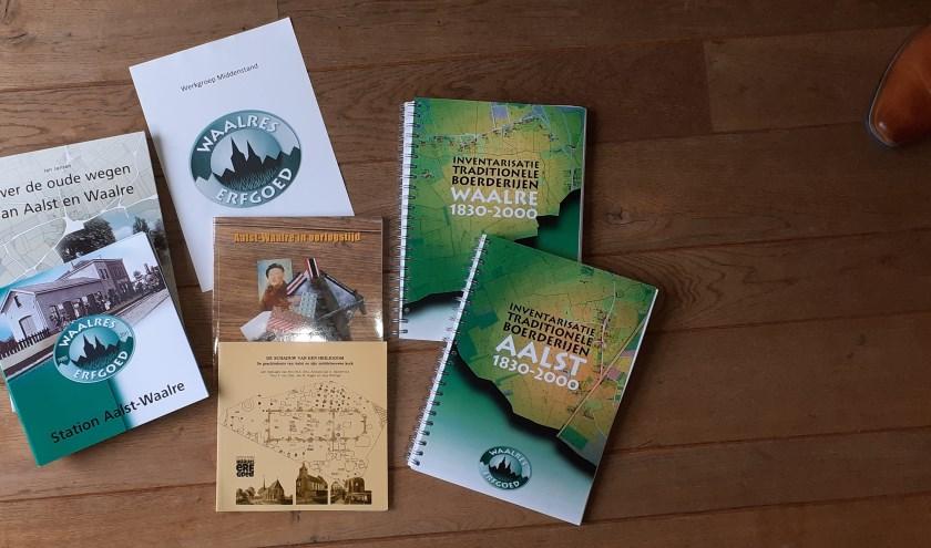 Het Waalres Erfgoed houdt zich bezig met alles dat de historie van Waalre betreft. Deze boeken zijn hier het tastbare bewijs van.