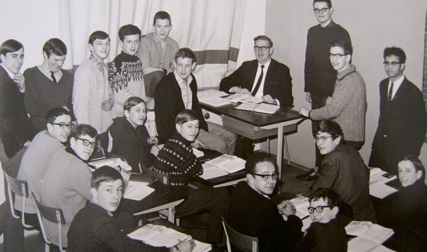 Een foto van klas 4b uit schooljaar 1966-67. In 2020 bestaat het Norbertuscollege honderd jaar en wordt er een grootse reünie gehouden.