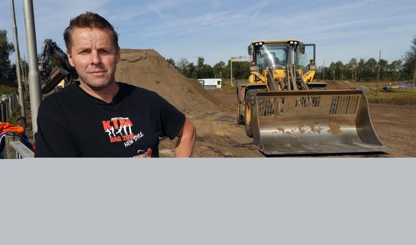 Eddy Lemmens druk bezig met de voorbereidingen voor de KTM-dag(en). FOTO: Bert Jansen.