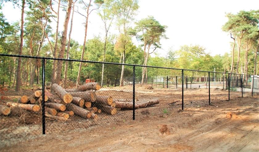 Een hekwerk van 869 meter en gerooide bomen in natuurgebied: twee van de twaalf overtredingen volgens WNL op de grond van De Rooy.