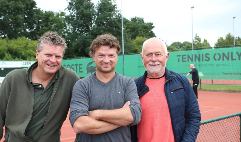 Menno van der Plas geflankeerd door Michel Middendorp en Charles van der Kooij.