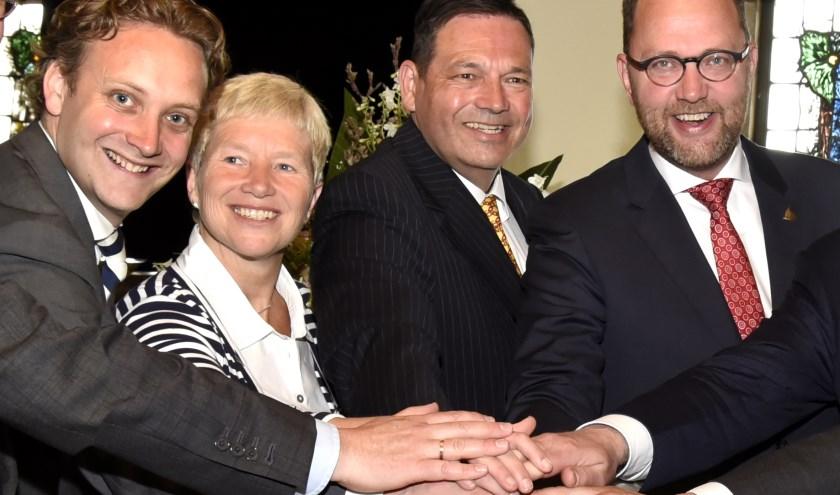 Pieter Verhoeve (l) samen met Milo Schoenmaker (r) tijdens de aftrap van de regionale samenwerking in het kader van Oude Hollandsche Waterlinie. Foto: Marianka Peters