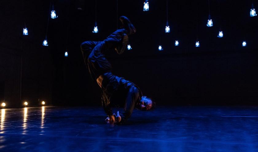 Redouan Ait Chitt in zijn danssolo 'REDO'