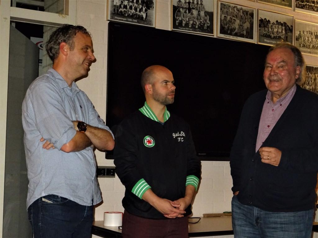 Ook oud-scheidsrechter Henk van Ettekoven (rechts) was present. Foto: Dick Martens © DPG Media