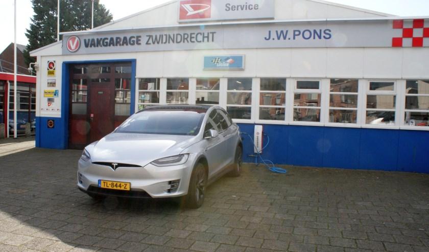 Bij autobedrijf Pons kan men de elektrische auto snel opladen (Foto: PR)
