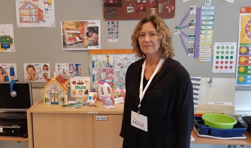 Iris Heijdelberg, directeur van AZC basisschool De Bazaar, vindt aandacht aan de kinderen op haar school belangrijk. Foto Frans Limbertie