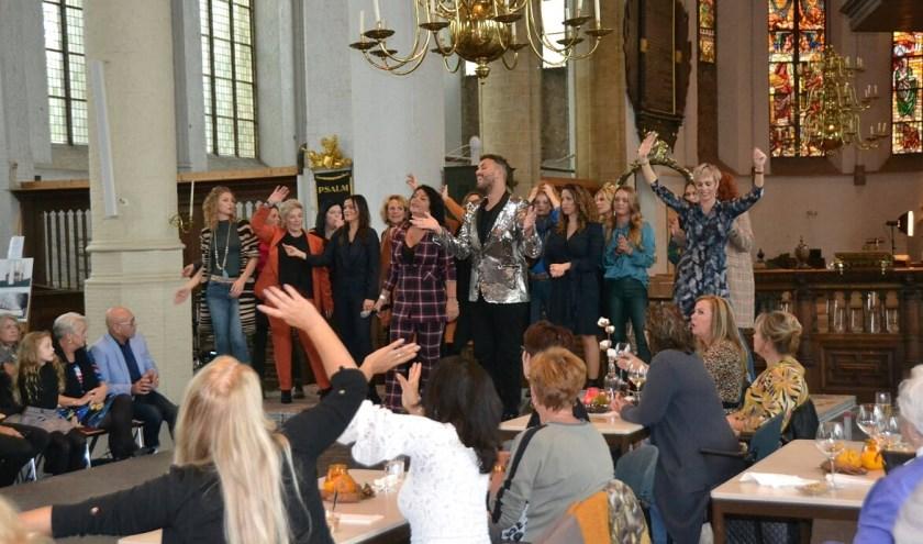 In de Grote- of Sint Janskerk werd een mooie modeshow gehouden. (Foto's: Martin Reitsma)