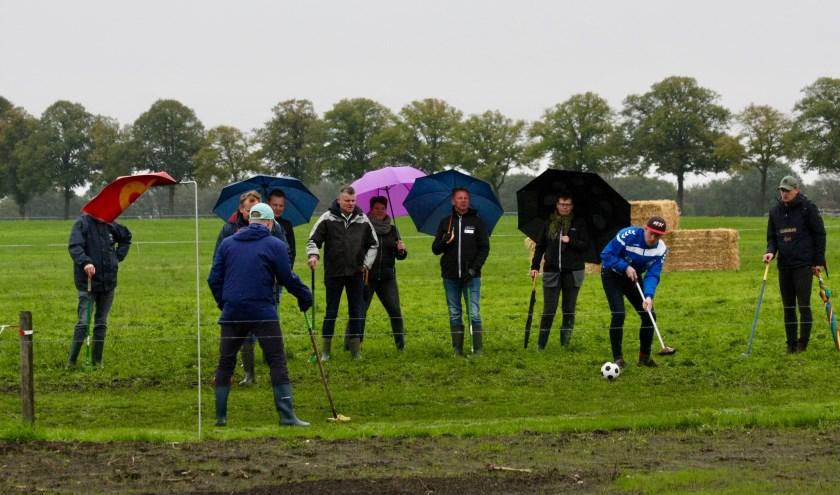 Ondanks de regen houdt het fanatisme stand voor het 'Open'. (Foto: Eveline Zuurbier)
