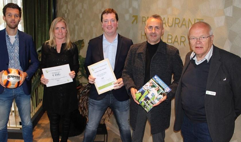 Harmen van Oene, Diane van Bessen en Anton van Noorel (PR-commissie SEH), vormgever Albert Kraan en bestuurslid Henk Feitsma van de BAV.