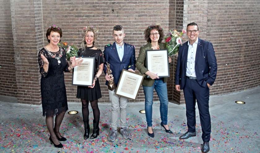 v.n.l.r.: burgemeester Blanksma, Peggy van de Vijfeijken, Tommie Niessen, Aukje Kuypers en voormalig directievoorzitter Rabobank Paul van Rijn