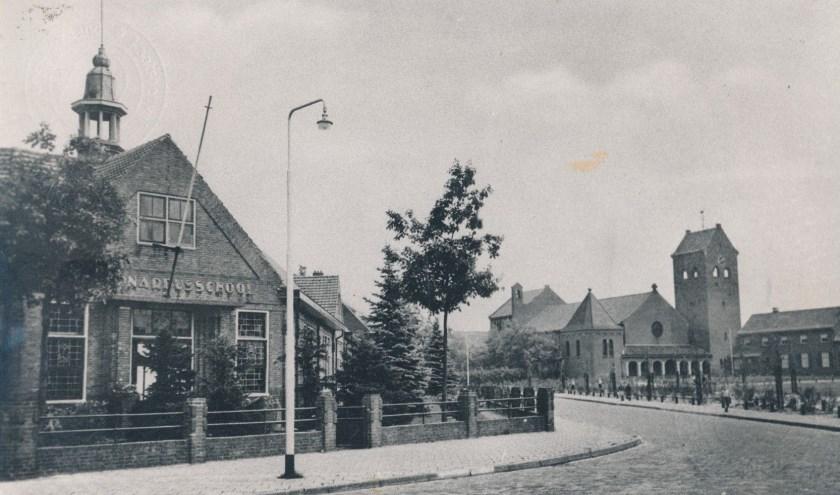 Foto van het Wilhelminaplein in Kaatsheuvel met daarop de Anton Pieckschool. Foto: Collectie Heemkundekring De Ketsheuvel
