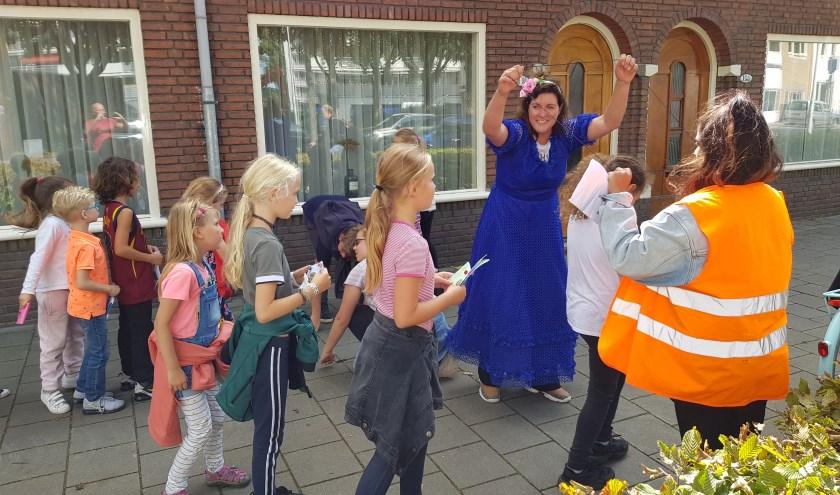 In Tilburg doen ruim 3.200 kinderen mee met Kindervakantiewerk, met ouders die de financiële bijdrage goed kunnen betalen of met ouders die een beroep doen op de Stichting Leergeld.