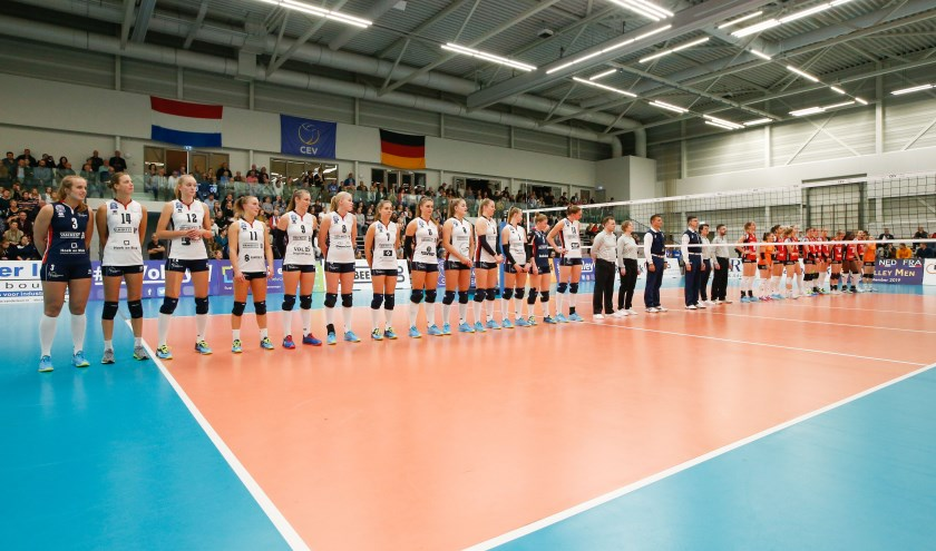 Wederom een onvervalste Nederland-Duitsland in sporthal De Basis, als Schwerin op bezoek komt in de Europa Cup (foto: Pim Waslander).
