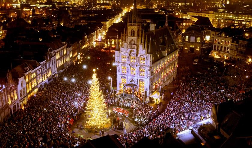 Sinds Gouda bij Kaarslicht naar de vrijdag is verhuisd, worden er steeds meer activiteiten rondom het ontsteken van de kerstboom georganiseerd. Foto: Marianka Peters