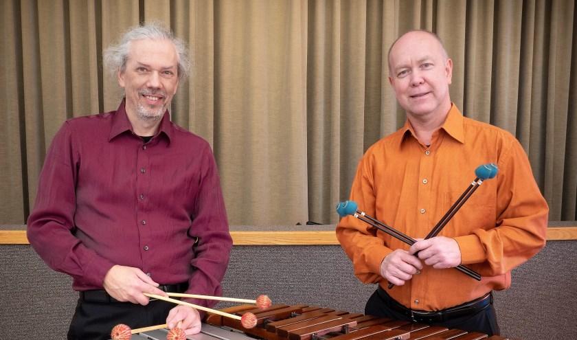 Het Palissander Marimba Duo wordt gevormd door Peter Bansberg en Arjan Roos. Zij spelen afwisselend marimba en vibrafoon.