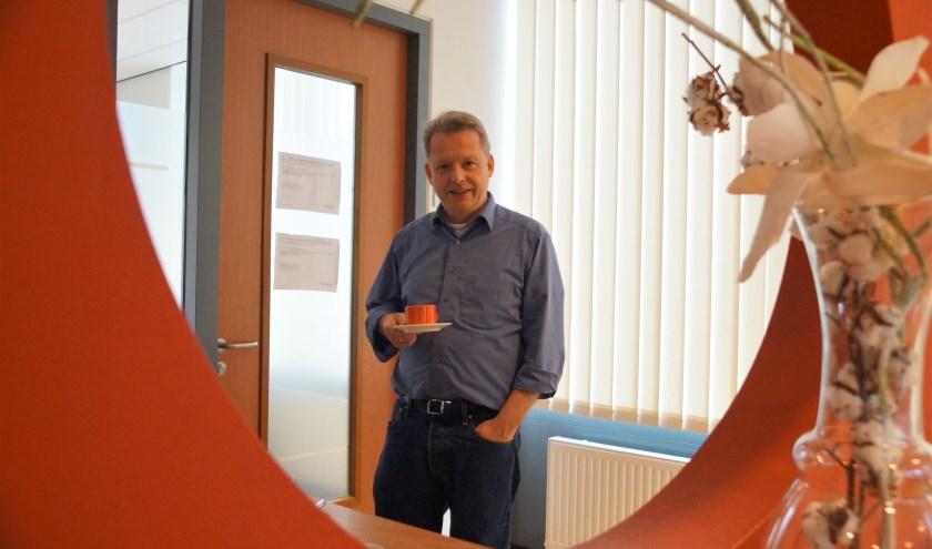 Rolf de Jong is verantwoordelijk voor het project Sociaal werken in de wijk met de locaties van Woerden en Buurtverbinders. Iedereen is welkom en hij schenkt graag een cappuccino.