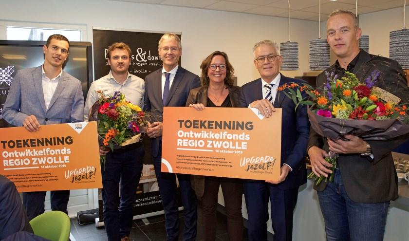 Minister Arie Slob en staatssecretaris Tamara van Ark en reikten maandag de eerste 'Upgrade Jezelf Regio Zwolle toekenningen' uit aan advies- en ingenieursbureau Enconsol en BV Kraanbedrijf BKF,.