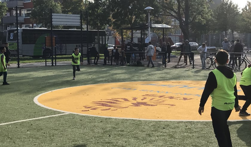 De Jongeren Ontmoeting Plek op de Peltlaan (op de achtergrond achter het Cruijff Court) is vorige week woensdag officieel geopend.