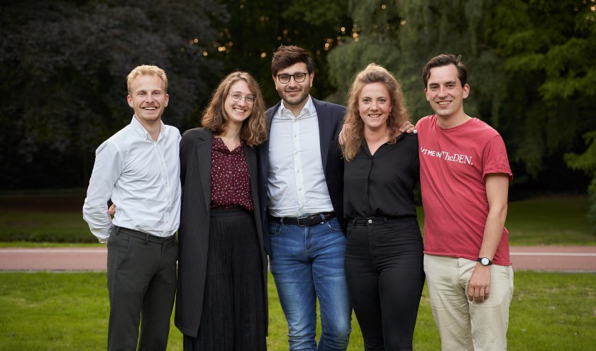 DenkTank team inclusie. V.l.n.r Sem Nouws, Roosje Ruis, Lotfy Hassan, Fuuk van der Scheer, Bruno Verdam (foto: Ernst de Groot)