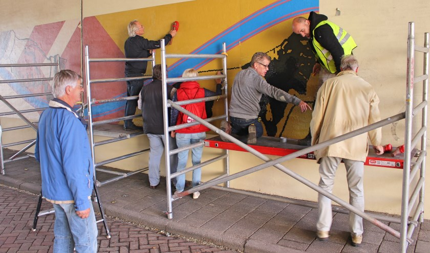 De Strijper Tunnel in Leende werd afgelopen vrijdag en zaterdag 'behangen' met een muurprint.