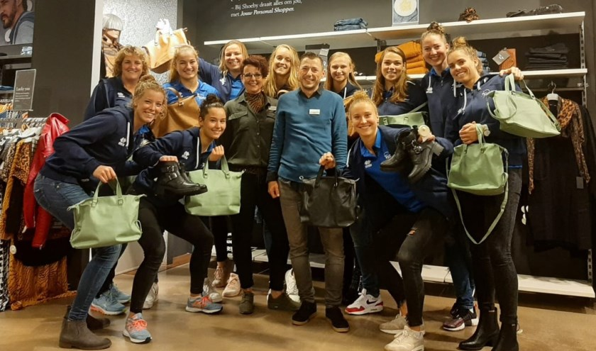 Dames 1 op bezoek bij Shoeby Sliedrecht. (Foto: Sliedrecht Sport)