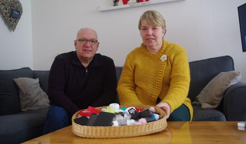 Bert en Ellen toen ze net begonnen met hun doppeninzameling. Acht maanden later zitten ze te springen om opslagruimte en vervoer.