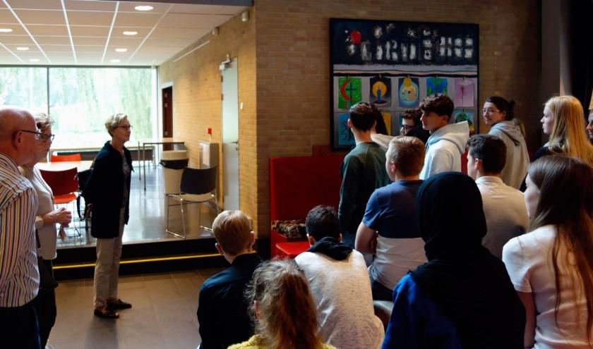 Een door vluchtelingen gemaakt schilderij werd vorige week onthuld in het Stedelijk Gymnasium.