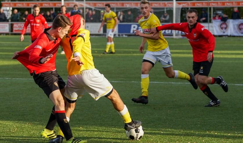 In de IJssel derby werden soms felle duels uitgevochten
