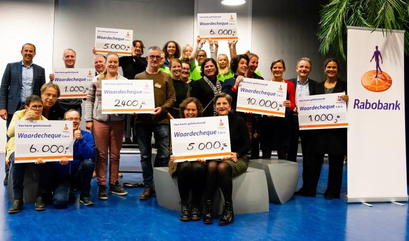 Alle winnaars van het Projectenfonds bij elkaar. (Foto: Rabobank Rijssen-Enter)