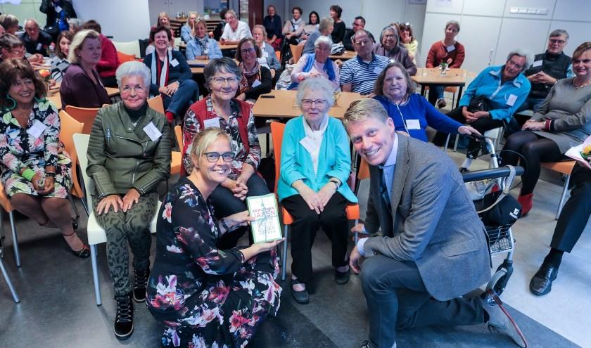 Wethouder Ingeborg ter Laak en Taco Kuiper, voorzitter van Piezo zijn aanwezig bij de kick-off van het Vonkje Foto: FOTOFLEX.NL