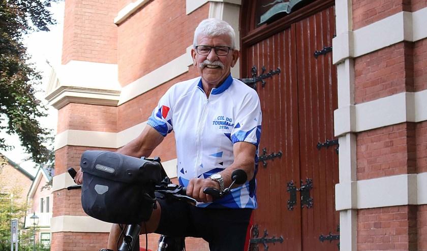 De Dorpskerk Maarsbergen was opnieuw het vertrek- en eindpunt van fietsfenomeen Jan van Westerneng. FOTO: Hanny van Eerden