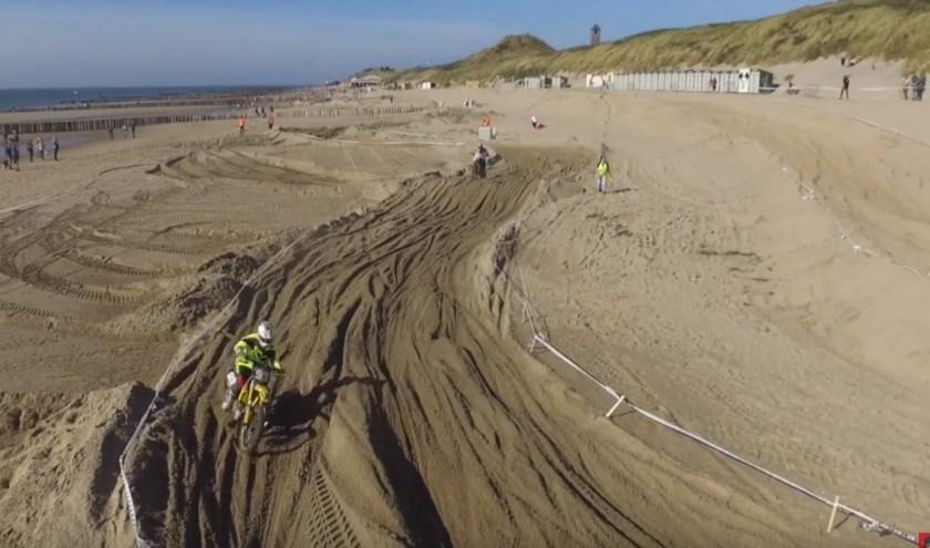 EEn beeld van de Strandcross Zoutelande in 2018.